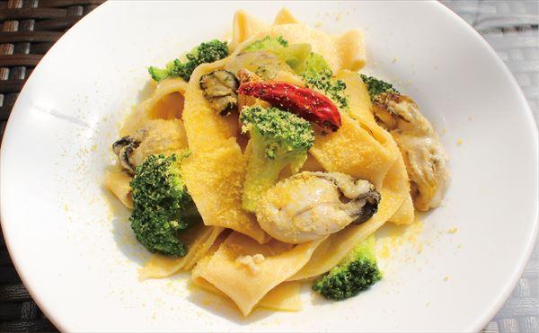手打ちフィットチーネ 広島産牡蠣とブロッコリー