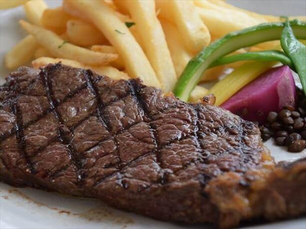 ステックフリット(150g)~特選牛サーロインステーキとフレンチフライ季節野菜添え 赤ワインソース~