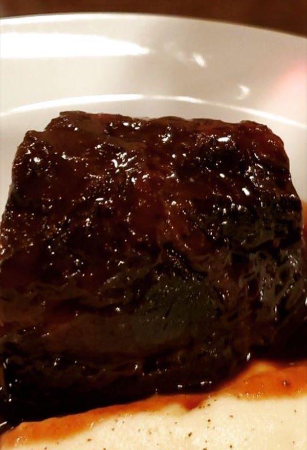 県産黒毛和牛頬肉の赤ワイン8時間煮込み