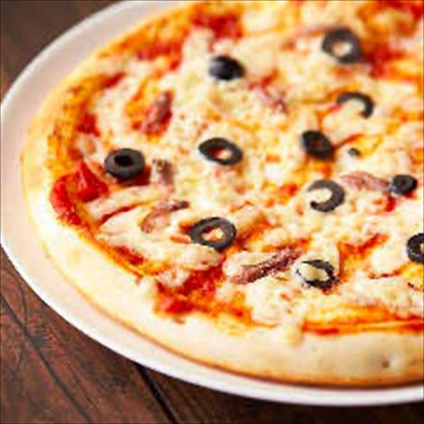 アンチョビとブラックオリーブのピザ