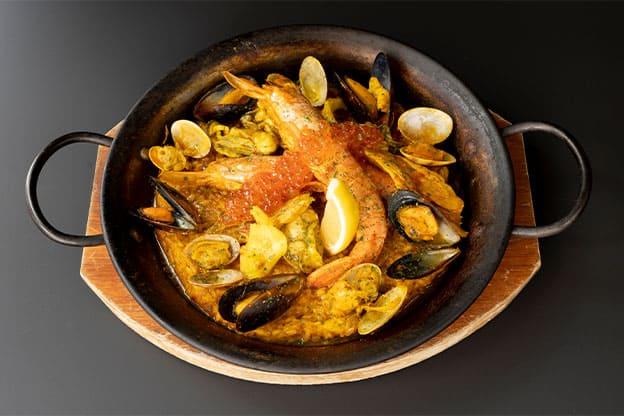 島鮮魚と国産牡蠣のパエリア