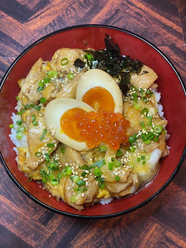 半熟煮卵とイクラの親子丼