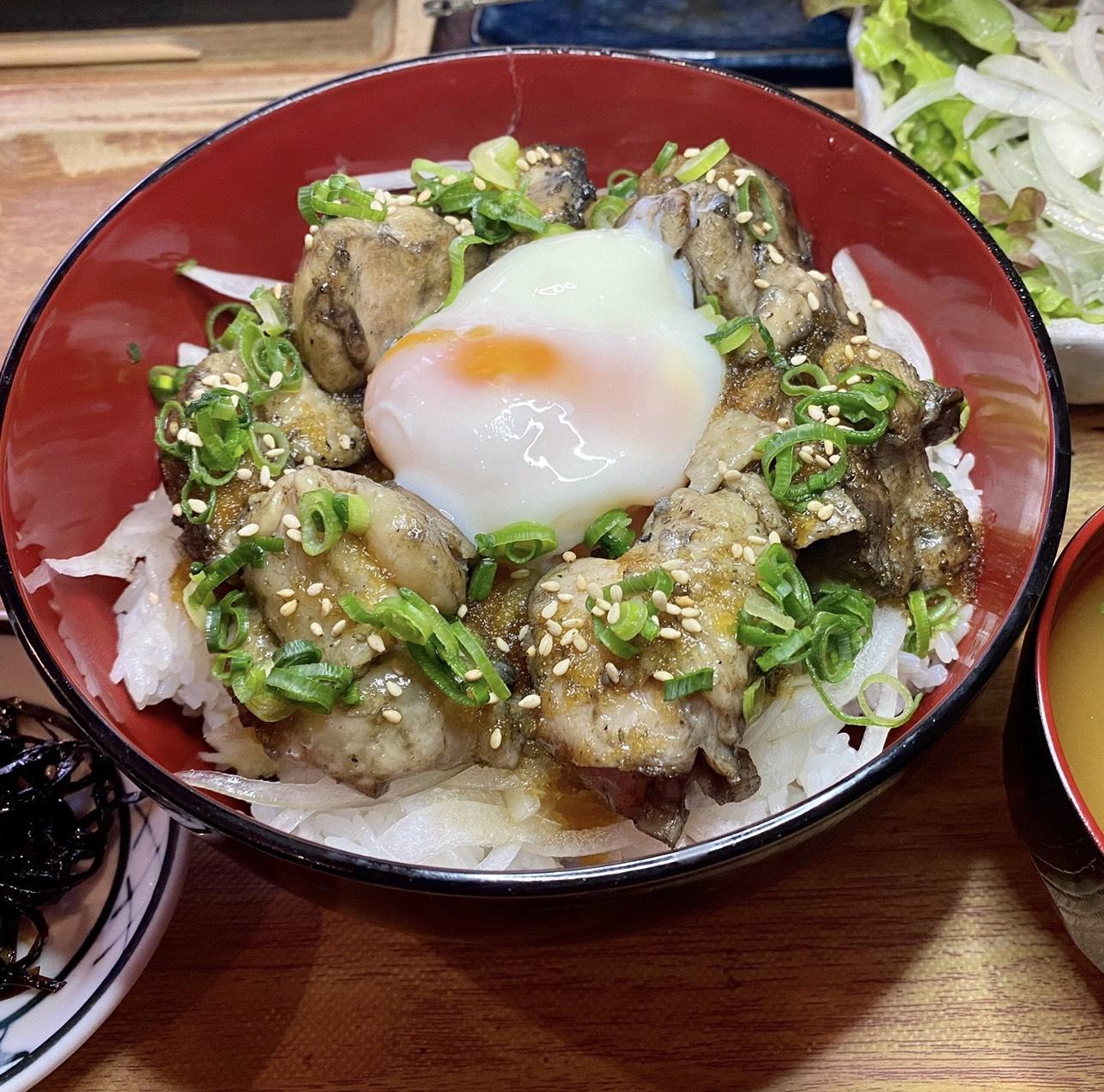 【ランチ限定】鶏もも肉の焼き鳥温玉丼定食