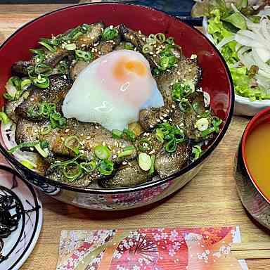 【ランチ限定】豚トロの焼き豚温玉丼定食