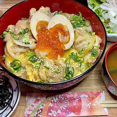 【ランチ限定】半熟煮卵とイクラの親子丼定食