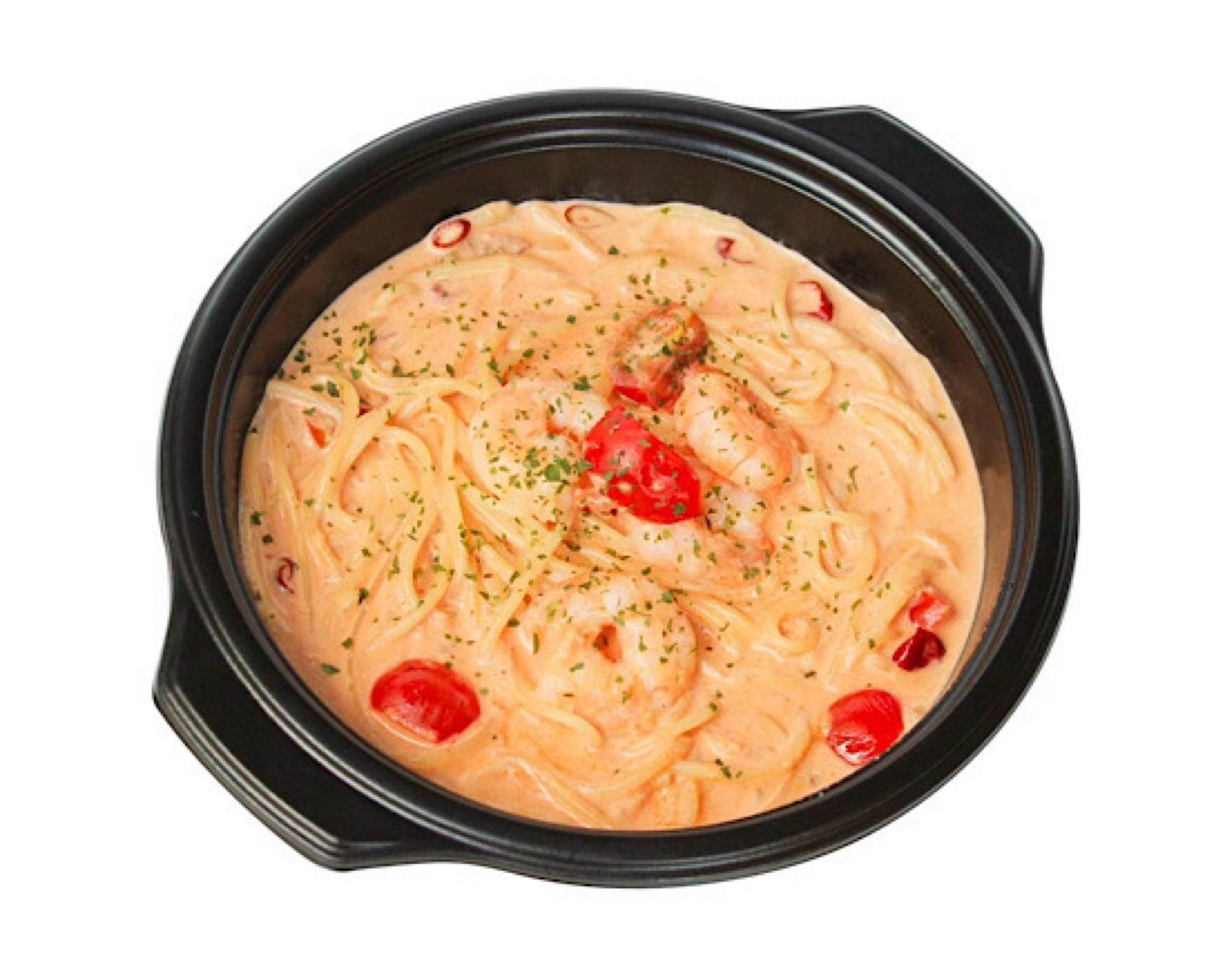 エビとトマトのピリ辛クリームパスタ